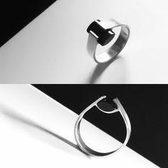 Joke Lammers Jewellery A beautiful sterling silver ring with onyx Etsy shop https://www.etsy.com/nl/listing/561084369/zilveren-ring-met-onyx-steen