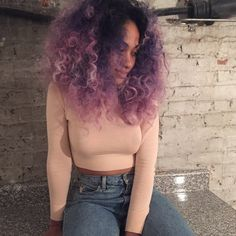Dye your hair simple & easy to bright purple hair color - temporarily use vivid purple hair dye to achieve brilliant results! DIY your hair imperial purple with hair chalk Balayage Hair, Ombre Hair, Pink Hair, Curly Purple Hair, Purple Hair Black Girl, Pastel Purple, Curly Hair Styles, Natural Hair Styles, Big Chop