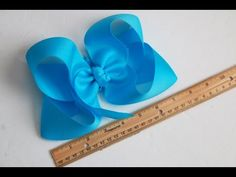How to Make a Boutique Hair Bow Instructions - Daddy Fold our Easiest Boutique Fold Ever!Large Southern Hair Bows inches) # Hair bows Source by mommypinsalotThis is a JUMBO Boutique Bow inspired by the JOJO Bow! If you're looking for that BIG southern gir Making Hair Bows, Diy Hair Bows, Bow Making, Boutique Hair Bows, A Boutique, Boutique Bow Tutorial, Hair Bow Tutorial, Flower Tutorial, Rainbow Loom Charms