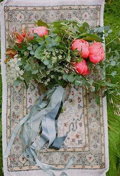 Bellísimos ramos de novia con flores de estilo silvestre.