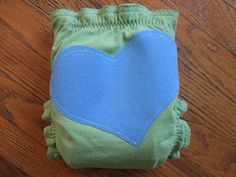 Using t-shirts to make eco-friendly baby diapers! Good for the environment and awesome in general!