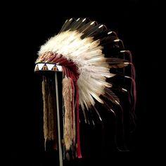 Sioux Feather War Bonnet (replica)  2067.16.02 (side view 1) ☩ «4 Colors»™
