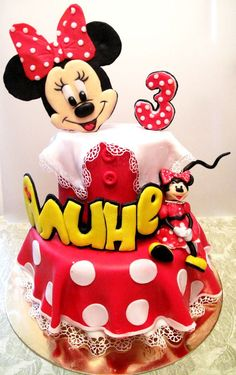 Michelle we should try to do Aiden a Mickey cake like this. Mickey And Minnie Cake, Minnie Mouse Theme Party, Minnie Mouse Cake, Professional Cake Decorating, Girly Cakes, Friends Cake, 1st Birthday Cakes, Hello Kitty Cake, Biscuits