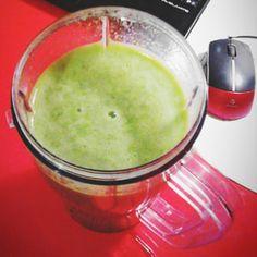 Tento recept je můj oblíbený a velmi zdravý. Budete potřebovat baby špenát (může být v kombinaci s rukolou) a jeden banán. Dle chuti pak můžete přidat kiwi nebo pomeranč. Navíc do tohoto smoothie přidávám i slunečnicová semínka. Ingredience: hrst baby špenátu 1 banán 1 pomeranč nebo kiwi slunečnicová semínka Postup: Špenát opláchneme pod teplou tekoucí… Celý recept »
