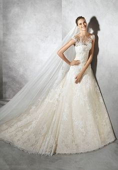 Lace wedding dress with a-line silhouette and sweetheart neckline I Style: TAMIA I by PRONOVIAS I http://knot.ly/6493B4aj5