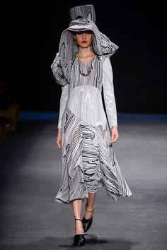 Fernanda Yamamoto   FW 2014   SPFW Fernanda Yamamoto, Yohji Yamamoto, My Passion, Ideias Fashion, Winter, Dresses, Prints, Winter Time, Vestidos