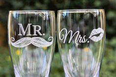Craft Beer Wedding, Wedding Favors, Wedding Gifts, Beer Pint Glasses, Beer Art, Wedding Glasses, Wine And Beer, Cricut Creations, Wine Glass