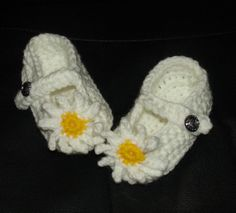 Sweet Crocheted Baby Booties Chamomile Flowers White by Ifonka, $12.00
