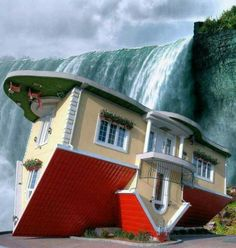 Upside-Down House in Niagara Falls, Ontario, Canada - Built by Marek Cyran and Adam Nielbvowicz in have I never seen this before? Visitar Canada, Niagara Falls Vacation, Upside Down House, Equador, Bahamas, To Infinity And Beyond, Canada Travel, Canada Trip, Oh The Places You'll Go