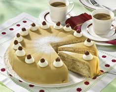 Our popular recipe for Lübeck marzipan cake and more than other free recipes LECKER. Marzipan Cake, Marzipan Recipe, Desserts Sains, Mince Pies, Food Cakes, Health Desserts, Marble Cake, Plated Desserts, Cakes And More