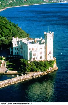 Castelo Miramare, Bay of Grignano, província de Trieste, região Friuli Venezia Giulia Itália