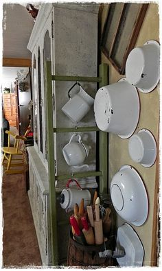 I have enamelware hanging on my living room wall :) Old Kitchen, Kitchen Items, Country Kitchen, Vintage Kitchen, Kitchen Decor, Enamel Cookware, Boutique Vintage, Vintage Enamelware, Vintage Canisters