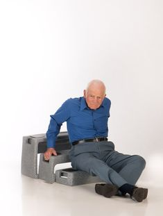 We offer an inexpensive fall recovery device for those people who are prone to falling, such as elderly people or people with certain medical conditions. Wheelchair Accessories, Handicap Accessories, Elderly Products, Adaptive Equipment, Medical Equipment, Mobility Aids, Aging In Place, Senior Living, Caregiver