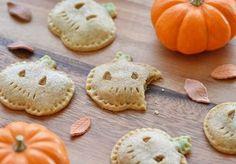 ミルクを少なめにしたかぼちゃペーストをパイ生地に包んで、ジャック・オ・ランタンに仕立てれば、可愛いハロウィン用のおやつも作れちゃう。 プリンと一緒に作ってみても良いかも。