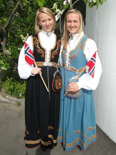 Traditional Art, Traditional Outfits, Norway Culture, Folk Costume, Costumes, Going Out Of Business, Bridal Crown, Laura Ashley, Ethnic Fashion
