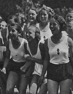 Представительницы Общества Немецких Девушек, Третий Рейх, 1939 год.
