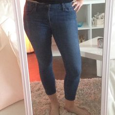 ⛔️sold in bundle Joe's jeans skinny crop Jean Super comfortable and stretchy Joe's Jeans crop Jean.  Excellent condition, medium-dark wash.  I'm 5'7 so they could be longer on you, also cute cuffed. Joe's Jeans Jeans Ankle & Cropped