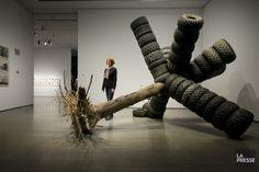 L'artiste d'origine montréalaise Susan Turcot présente, dans le cadre de BNLMTL 2014, une sculpture et une série de 21 dessins au fusain évoquant les impacts humains...