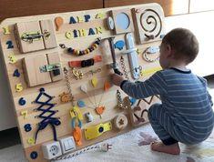 Diy Crafts For Kids Easy, Diy Gifts For Kids, Christmas Gifts For Kids, Kid Crafts, Diy Busy Board, Busy Board Baby, Busy Boards For Toddlers, Board For Kids, Diy Sensory Board