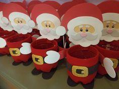 Questo laboratorio ci mostra come realizzare con i bambini un babbo natale portapenne. Un'idea molto originale da proporre sia a casa che a scuola nel periodo natalizio. Il laboratorio oltre ad essere molto carino è semplice da realizzare. Per realizzarlo occorrono materiali da riciclo e dei cartoncini colorati. Ottima idea anche per un regalo di Natale!