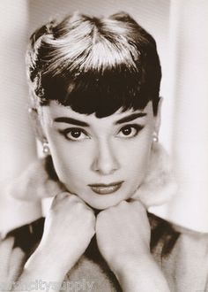 Poster Actress Audrey Hepburn Hands Under Chin Free SHIP PF2067 RC33 J | eBay