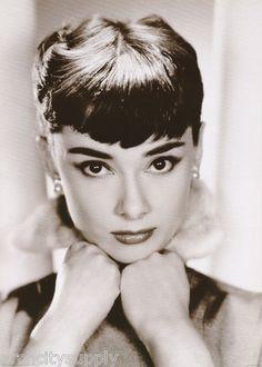 Poster Actress Audrey Hepburn Hands Under Chin Free SHIP PF2067 RC33 J | eBay