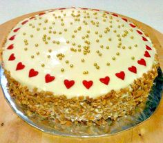 This has got to be one of the easiest Carrot Cake recipes! It's also got a great frosting on the top. This is just wonderful!  #carrot #cake #easyrecipe
