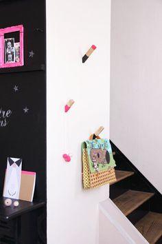 DIY des patères en bois avec des chutes de tasseaux, simple très efficace et design! ou avec des gros crayons de couleur !!!