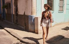 Giedre Dukauskaite jets to Cuba for the spring 2019 campaign from Zimmermann. The Australian fashion brand once again enlists Benny Horne to capture its latest… Red Pantsuit, Australian Fashion Designers, Campaign Fashion, Fashion Stylist, Crochet, Spring Outfits, Editorial Fashion, Ready To Wear, Spring Summer