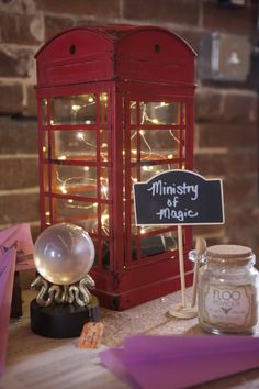 How to Create a Tasteful Harry Potter Themed Wedding Feisty Wifey Harry Potter Motto Party, Harry Potter Thema, Deco Harry Potter, Cumpleaños Harry Potter, Harry Potter Wedding, Harry Potter Tumblr, Harry Potter Birthday, Harry Potter Weihnachten, Harry Potter Christmas Decorations