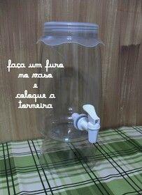 """Fazer uma suqueira com um pote de vidro grande e, sobre ela, colocar um """"chapeuzinho """" de tecido"""