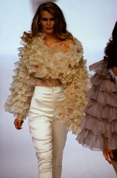 41 Ruffles Blouses To Rock This Season – Fashion New Trends School Fashion, 90s Fashion, Couture Fashion, Runway Fashion, High Fashion, Fashion Show, Fashion Design, Female Fashion, Womens Fashion