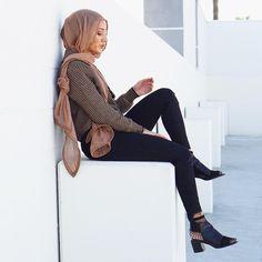 nice Pinned via Muslim Fashion, Modest Fashion, Modest Clothing, Fashion Cover, Love Fashion, Chic Outfits, Fashion Outfits, Hijab Fashion Inspiration, Modest Wear