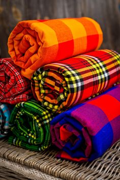 Colourful plaids of maasai tribe found in Kenya and Tanzania. Lugano, Wallis, Bern, Basel, St Gallen, Travel Insurance Policy, Travel Quotes, Kenya, Beach Feet