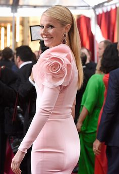 Gwyneth Paltrow In Ralph and Russo Couture at the Annual Academy Awards (Oscars) 2015 Oscar Dresses, Evening Dresses, Couture Fashion, Fashion Show, Fashion Design, Sleeves Designs For Dresses, Gwyneth Paltrow, Indian Designer Wear, Dress Patterns