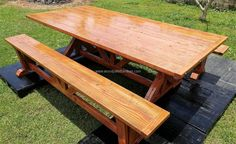 See the finishing of the reclaimed wood pallet dining set, it is neat in looks; so there is no need to worry about the material you are using will not give you an attractive end product. It is easy to restyle the pallets, so it's the best material.