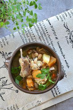 Zupa z jagnięciną, fasolą i brukwią #gryz #MagazynGRYZ