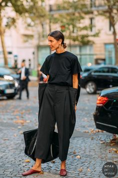 Why Editorial Fashion Photography is Such a Great Thing – PhotoTakes 1990 Style, Style Me, Cool Style, Fall Fashion Outfits, Mode Outfits, Autumn Fashion, Street Looks, All Black Outfit, Casual Street Style