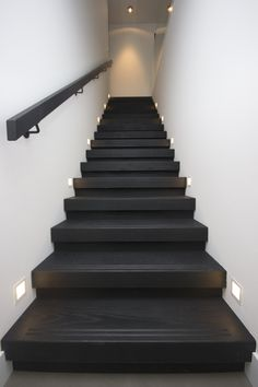 back hallway ideas Stairs Balusters, Stair Railing, Building Design, Building A House, Stair Renovation, Black Stairs, Stair Lighting, Stairs Architecture, Hallway Designs