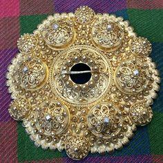 Me lagar den også i 9 cm. Velkommen til oss kl 9 - 18 fredag! Du finn den også her: www. Den, Handmade Jewelry, 18th, Brooch, Instagram, Handmade Jewellery, Brooches, Jewellery Making, Diy Jewelry