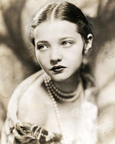 Sylvia Sidney, c.1928. (1910 – 1999) An American actress (born in the Bronx) of stage, screen and film, who rose to prominence in the 1930s appearing in numerous crime dramas.