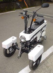 Eine Honda Motocompo als Trike, schon witzig!