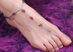 Adorable barefoot sandals! These are the most fun your feet will have all summer! Instructions from caravanbeads.com