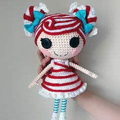 I'm loving these crochet Lalaloopsy dolls. I'm hoping after my minion hats.. I can make one for Adele! Found at Amigurumipatterns.net