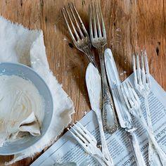 Ménage écolo : nettoyer l'argenterie avec un produit d'entretien DIY Utila, The Body Shop, Marie Claire, Tableware, Diy, Motifs, Dinnerware, Bricolage, Dishes
