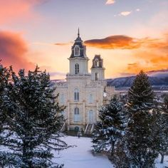 A warm summer sunset at the Manti Utah Temple. Utah Temples, Lds Temples, Manti Temple, Lds Temple Pictures, Sunset West, Mormon Temples, Salt Lake Temple, Dawn And Dusk, Visiting Teaching