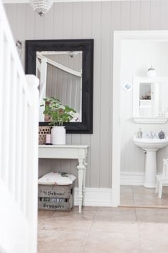 The colours go so smell together. The mirror is painted black/grey. Hallway Inspiration, Bathroom Inspiration, Swedish House, Love Your Home, Home Reno, Entry Hallway, Inspired Homes, Rose Gold Plates, Home Office