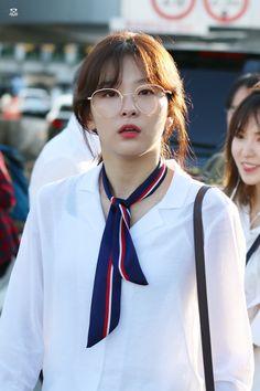 Lockscreen, of Red Velvet Red Velvet Seulgi, Red Velvet Irene, Sooyoung, South Korean Girls, Korean Girl Groups, Pop Fashion, Womens Fashion, Kang Seulgi, Korean Outfits