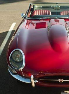 Jaguar E-Type   Jaguar XK-E   Series 1   Convertible OTS   Open Two Seater   English Sports Car manufactures between 1961 - 1975