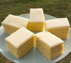 A little pudding and lemon and the delicious lemon cake is almost done! Hungarian Desserts, Hungarian Recipes, Sweet Desserts, Dessert Recipes, Sweet Like Candy, Kitchen Recipes, Diy Food, Food And Drink, Yummy Food